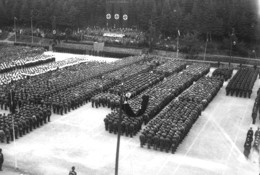 Kreisparteitag 1935: Antreten zur Großkundgebung auf dem Sportplatz in der Lochwiese