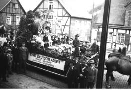 """Umzug am """"Tag der nationalen Arbeit"""" (1.5.1933), Wagen der Gärtner"""
