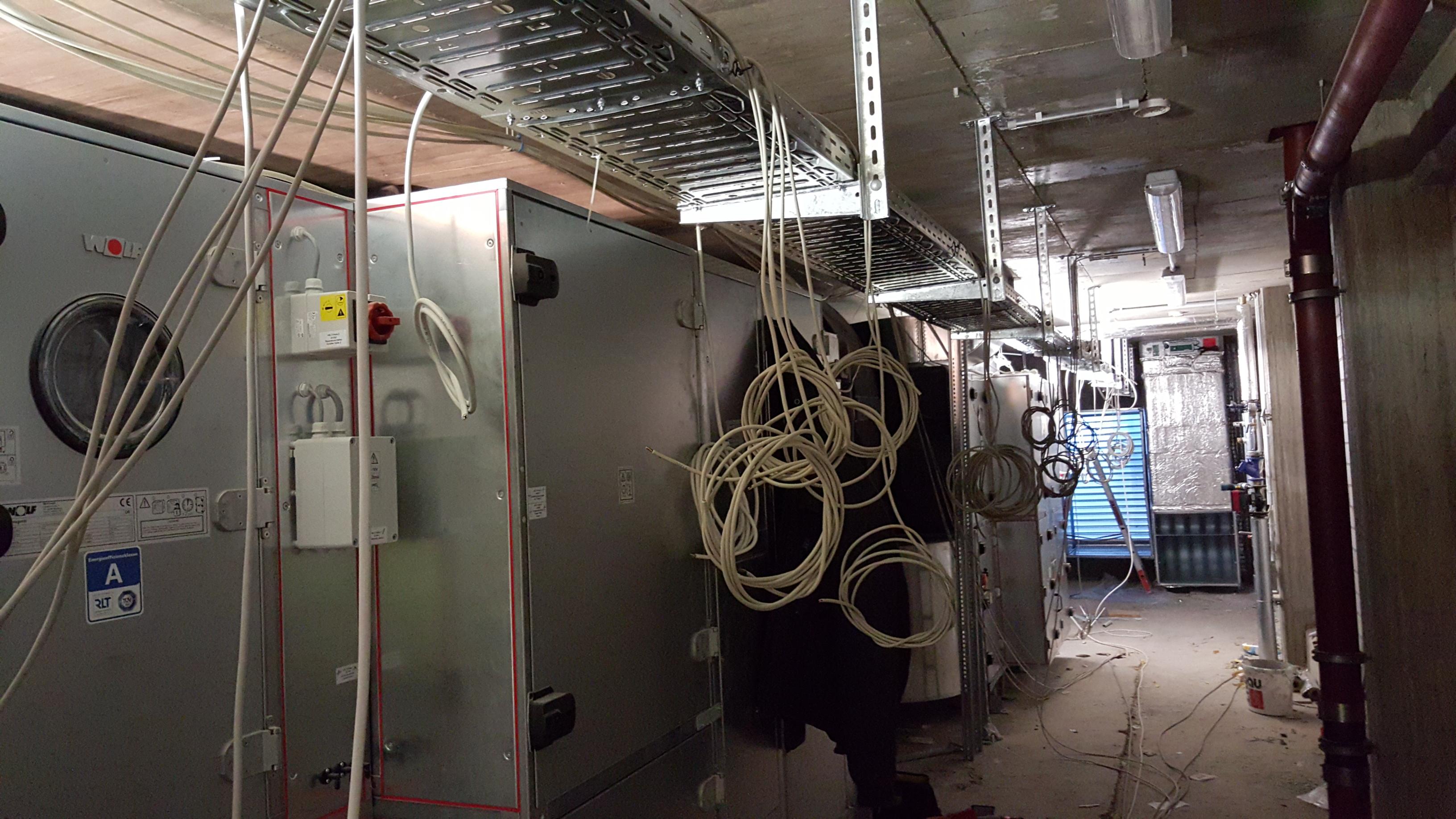 03.12.2015 Kabelzug in der Lüftungszentrale