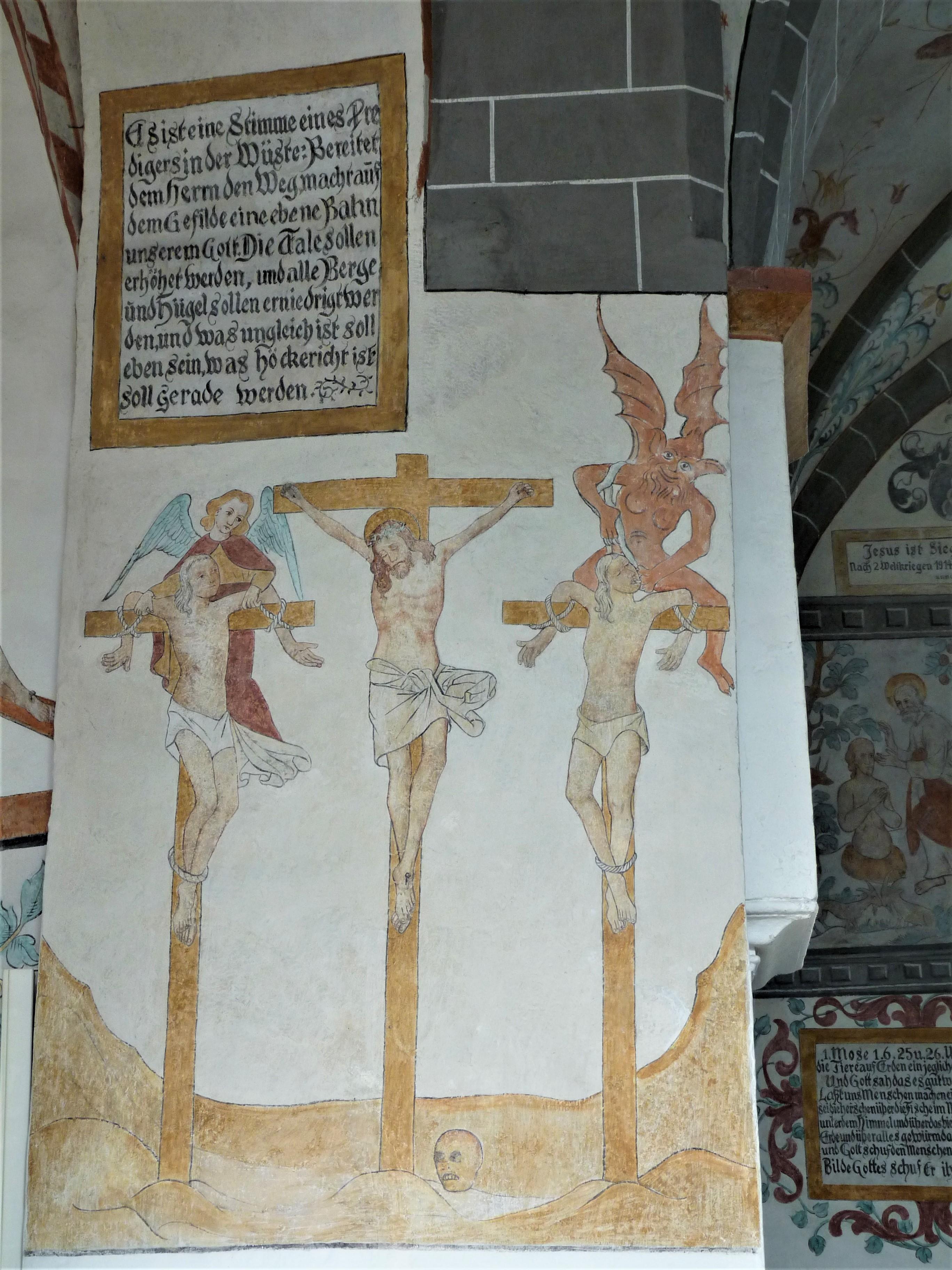 Bunte Kirche Lieberhausen - Darstellung Jesus am Kreuz zwischen den Schächern