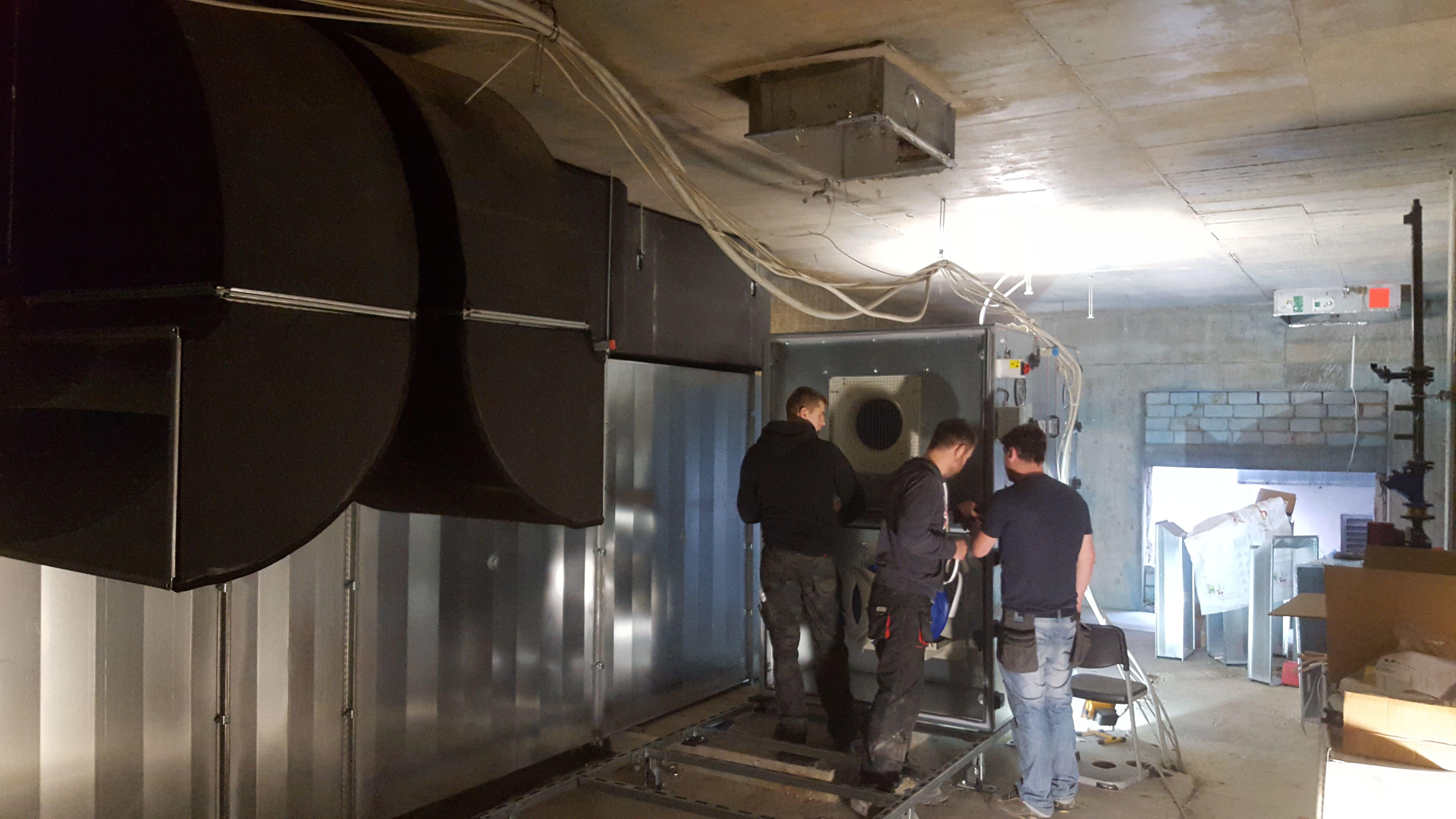 Aufbau der Lüftungsgeräte für den Hallenbereich